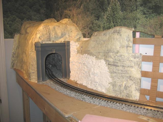 O scale train tunnel episode
